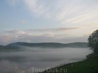 лагерь накрыло туманом