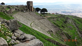 Самый крутой античный театр-даже спускаться страшно...