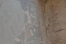 Возведение храма историки приписывают царю Трдату I (царствовал во второй половине I века), который в свое время посетил с дружественным визитом Рим. В еще более давние времена Гарни служила крепостью