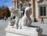 Сфинксы Ла Гранхи очень похожи на Сфинксов Сеговии, которые установлены на площади Хуана Браво.