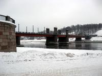 А это - мост через Неман. Жаль, не видно строящегося баскетбольного спорткомплекса, который примет грядущий в 2012-м чемпионат по баскетболу