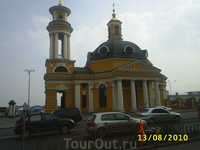Церковь рядом с речным портом.