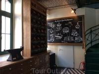 """Схематичное изображение процесса производства ликера. Венгры называют его """"венгерским мезимом"""". В каждом доме хранится бутылочка """"Уникума"""" для лечебных ..."""