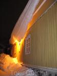 В Порвоо тоже есть проблемы с очисткой крыш от снега =)))