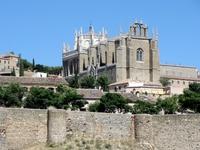 В Толедо находится один из замечательных памятников архитектуры стиля исабелино —Монастырь Святого Иоанна де ло Рейес, францисканского ордена, был возведен ...