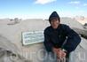 Доска с отметкой высоты пика Уитни - 14496 футов (4419метров).