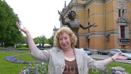 Осло. У памятника актрисе Венчи Фогс.
