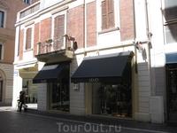 отличный шопинг может быть и в Пезаро