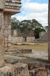 Внутренний двор рядом с пирамидой Предсказателя