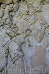 Резные плиты дворца с изображениями богов майя.