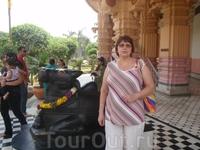 Сфотографироваться возле священного  быка   Нанду - к удаче.