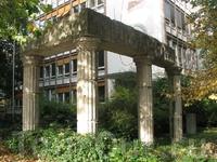 Остатки разрушенной синагоги