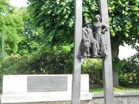 Памятная скульптура - Ян Райнис и Аспазия.  Когда спрашивают, кто  это - Аспазия - отвечаю, что она написала текст  к колыбельной из известного кинофильма ...