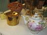 Экспонат: Самовар, чайник, фарфоровый заварочный чайник.