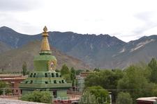 Нельзя сказать, что Самье когда-либо принадлежал какой-то традиции тибетского буддизма, однако, благодаря влиянию Гуру Ринпоче на события, связанные с основанием и постройкой монастыря, Самье, прежде