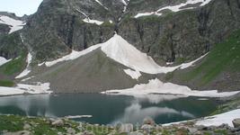 Небольшой залив в озере Безмолвия