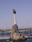 Все знают этот памятник затопленным кораблям. Он сделан прямо в море, в 10 метрах от берега. Его видно с Приморского бульвара. Порядка 15  старых больших парусников пустили ко дну поперек фарватера, ч