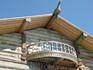 Конек крыши и верхний балкончик