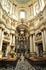 Внутри Доминиканского Собора особенно интересны 18 деревянных фигур святых, расположенных под куполом