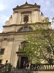 Церковь Девы Марии Победительницы с другого ракурса