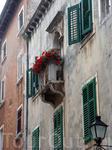 красиво, когда украшены цветами балконы, и почему у нас такого нет?