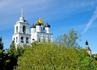 Троицкий собор возвышается над Псковом.
