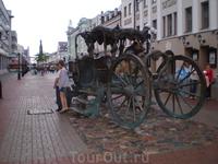 Памятник карете Екатерины II, на которой она приезжала в Казань.
