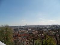 Вид из королевского дворца на Градчины