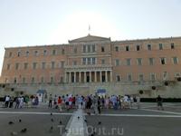 Синтагма - центральная площадь Афин или как ее называют Площадь Конституции, расположена перед дворцом Греческого парламента в Афинах. Носит название в ...