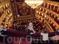 самый красивый оперный в мире,- это я услышала от иностранцы делившемся впечатлениями с ..)