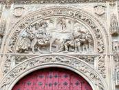 Украшение вербного портала.  Здесь же, со стороны, площади открыт вход для туристов.