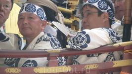 Огромная любовь японцев к праздникам - уравновешивающее дополнение к их традиционному самоотверженному труду, ведь труд японцы до сих пор считают великой ...