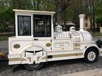 Чудесный туристический паровозик уже готов и ждёт пассажиров)