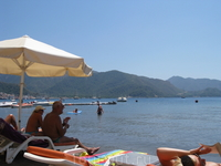 пляж....море, горы, солнце- красота!!!!!!