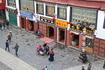 Улица, по которой проходит кора, имеет множество ответвлений, и в каждом из них кипит жизнь. Пожалуй, только здесь, в узких переулках в районе Баркхора ...