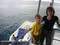 На фоне подводной лодки