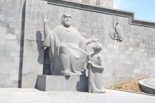 В столице Республики Армения в городе Ереване в конце проспекта Маштоца(бывший проспект Ленина) на небольшой возвышенности  стоит музей ,в котором находится одно из крупнейших хранилищ рукописей в мир