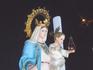 люди прикасаются к Богородице с младенцем и просят о своем заветном...
