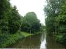 Этот пейзаж открылся перед глазами ,когда  мы вышли из здания вокзала в Брюгге,перешли дорогу и ступили на мост через речку.