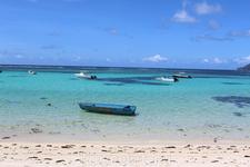 Пляж Анс-Рояль. Несмотря на мелководье очень сильное течение. За пять минут сносит прмерно на 50 метров. Популярен среди местного населения, особенно по ...