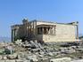 За храмом Эрехтейон шумит серебристой листвой олива. Она оказалась здесь не случайно. Родословная высокочтимого греками дерева уходит в далекое прошлое ...