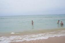 Пляж в Альбуфейре длиной в 2 км.Не хочешь купаться броди вдоль берега.Собирай ракушки.
