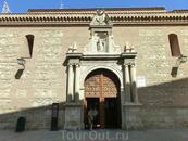 Церковь Сантьяго, принадлежавшая монастырю Святой Клары, построенная во второй половине XIV века. И, собственно, это все, что осталось от когда-то большого ...