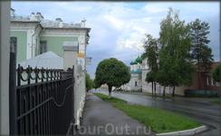 улица Константина Иванова (слева  бывший дом купца П Ф Ефремова - ныне филиал художественного музея)