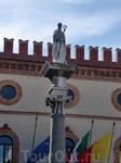 Памятник первому епископу Равенны