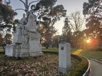 Один из моих любимых памятников - поэту-философу Рамону де Кампоамору.