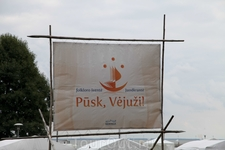 Несмотря на название праздника и все призывы с праздничных плакатов, ветер не дул. И это было очень хорошо...
