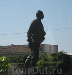 Памятник какому-то местному герою в Шкодере