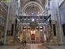 Кафоликон – относится к православной части Храма Воскресения и располагается напротив Кувуклии. Церковные службы здесь проводятся греками.