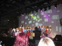 Концерт. Зигрид и Марина с местным детским хором